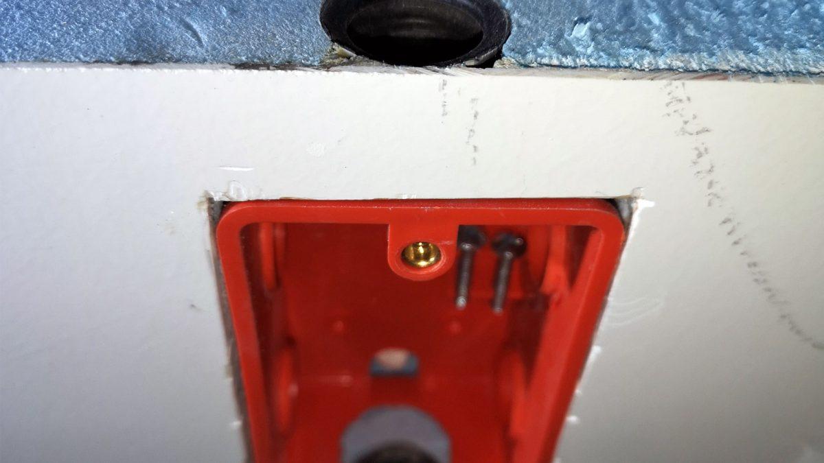 Gerätedosen in GFK Paneele einbauen